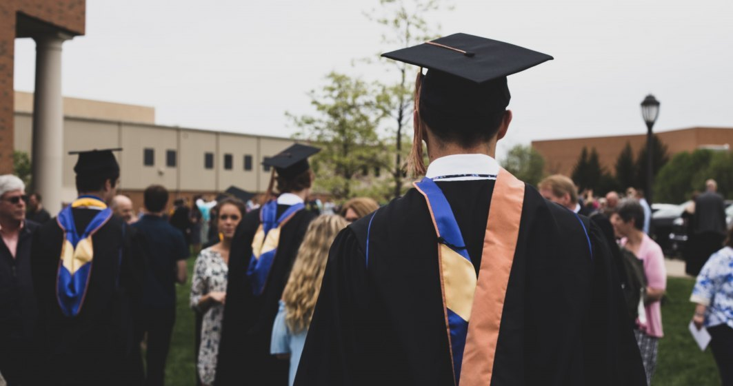 Încă trei universități mari trec la cursuri online