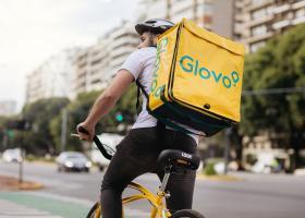 TRANZACȚIE: Glovo cumpără Foodpanda și mai multe companii din grupul Delivery...