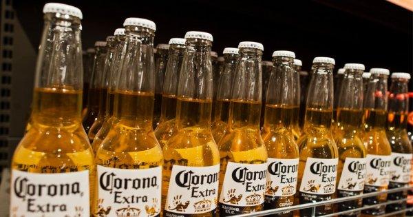 AB InBev, producătorul berii Corona, așteaptă o scădere de 10% a profitului...