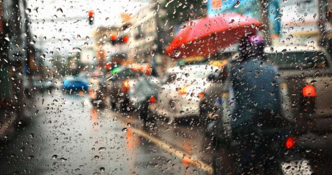 Ploaia a blocat de tot traficul rutier din București