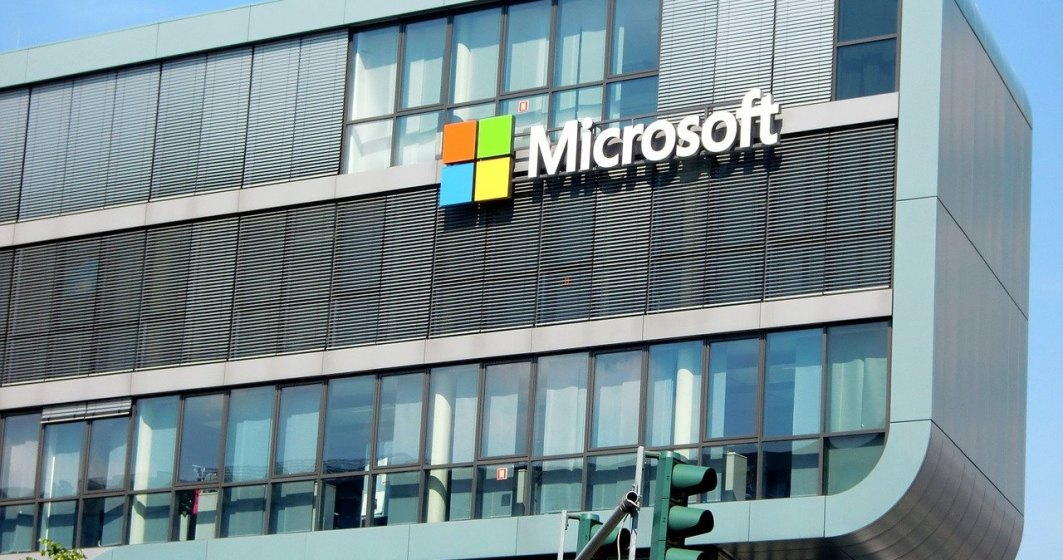 Microsoft își premiază angajații: bonusuri de 1.500 de dolari după un an de pandemie