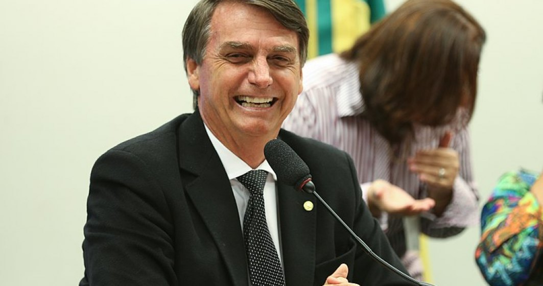 VIDEO Jair Bolsonaro şi-a dat masca jos în faţa jurnaliştilor după ce a anunţat că are coronavirus.