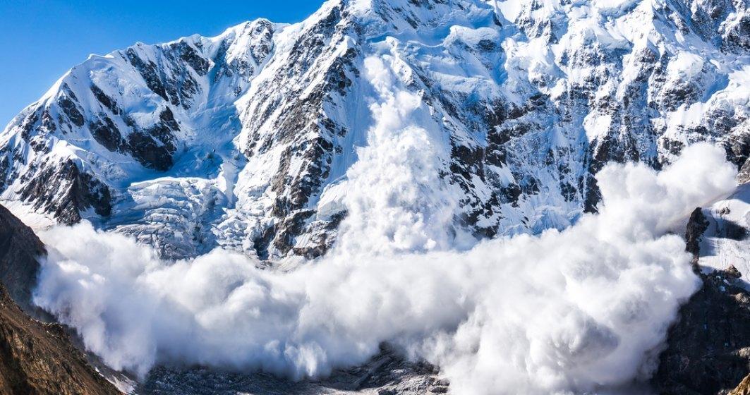 Riscul maxim de avalanşă se menţine în weekend