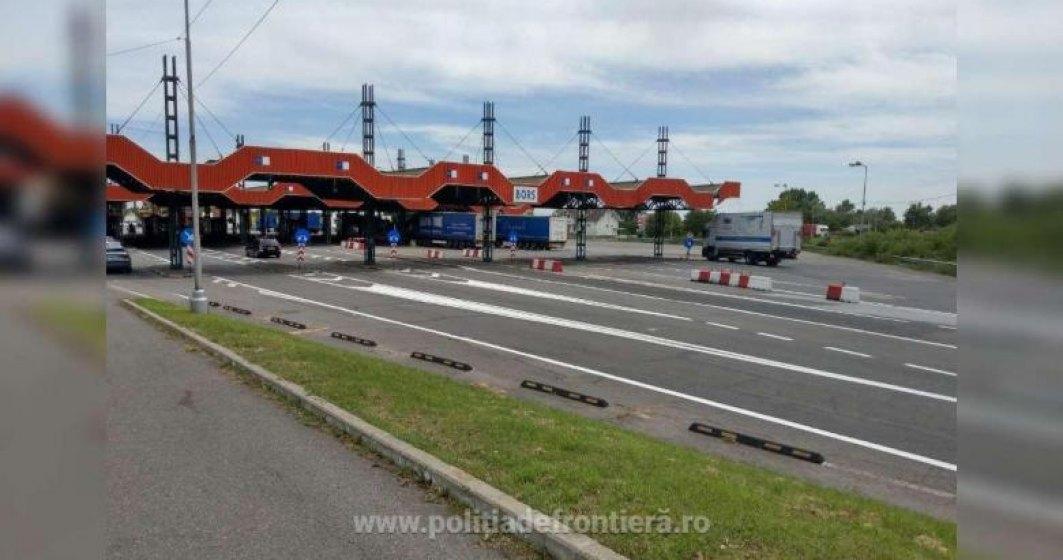 """Autocar cu români care ar fi venit dintr-o """"zonă roșie"""" din Italia, oprit la Oradea după ce trecuse deja de vamă"""