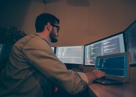 Ce înseamnă low-code și de să faci reconversia profesională către IT prin...