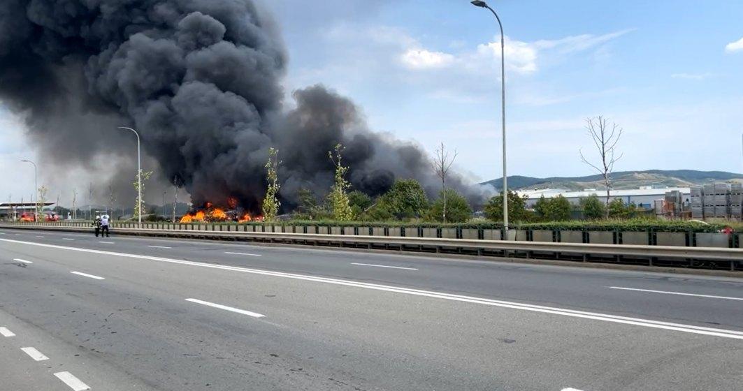 VIDEO   Incendiu de proporții în Alba - au intervenit pompieri din 5 județe