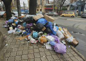 """Prefectul Capitalei vrea """"amenzi exemplare"""" pentru cei care aruncă gunoaie pe..."""
