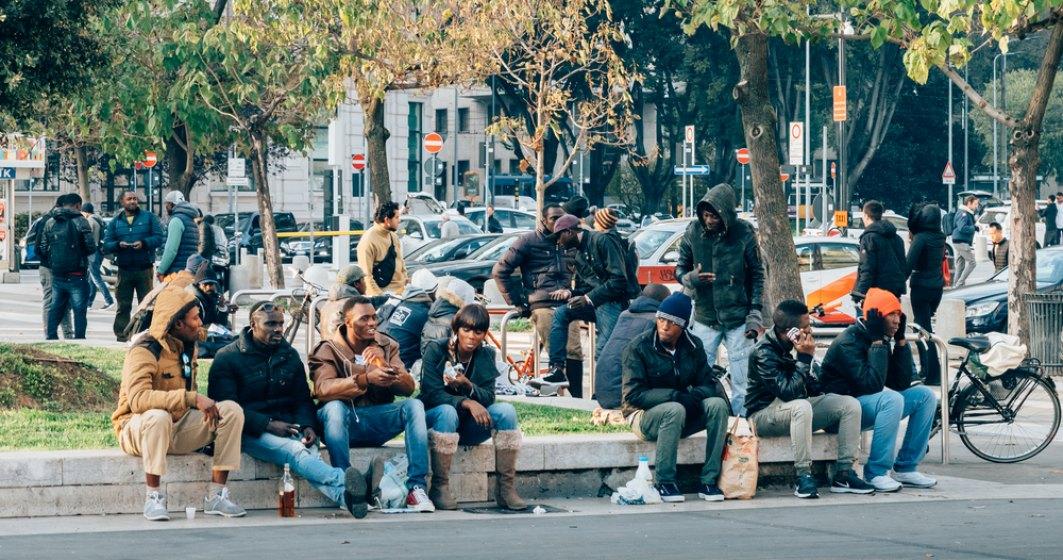 Italia interzice din nou accesul in porturile sale pentru doua nave ale unui ONG pline cu imigranti ilegali