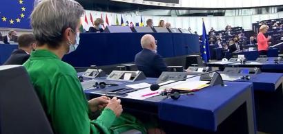 """Un comisar UE tricota în timpul discursului Ursulei von der Leyen. """"Viitorul..."""