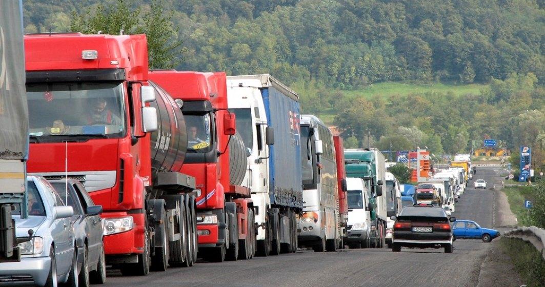 Românii se îngrămădesc să ajungă și la munte. Trafic deviat dinspre Braşov către Valea Prahovei, pe DN1A Săcele