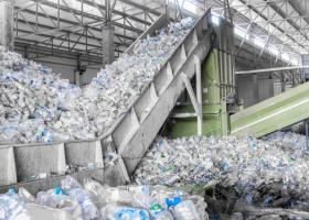Victorie a ecologiștilor: Producătorii de plastic, de acord să folosească 30%...