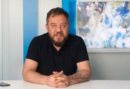 Bogdan Mihai Radu cucereste lumea cu tablourile sale si promoveaza brandul Romaniei. Ce face statul?