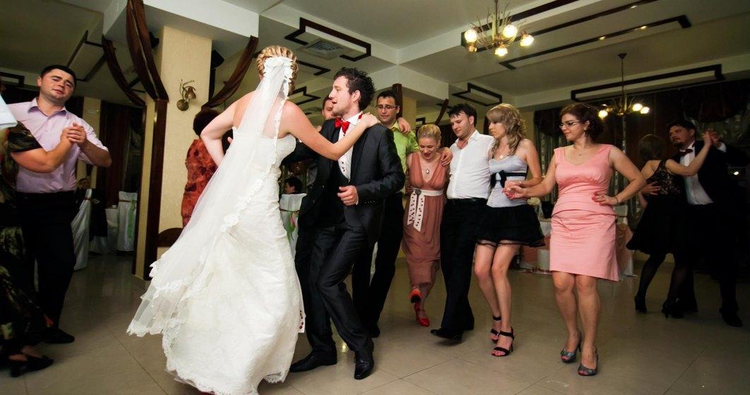 Revista presei 18 octombrie: ANAF ia in vizor nuntile. Tinerii casatoriti risca pana la 5.000 de lei amenda daca nu colaboreaza cu fiscul