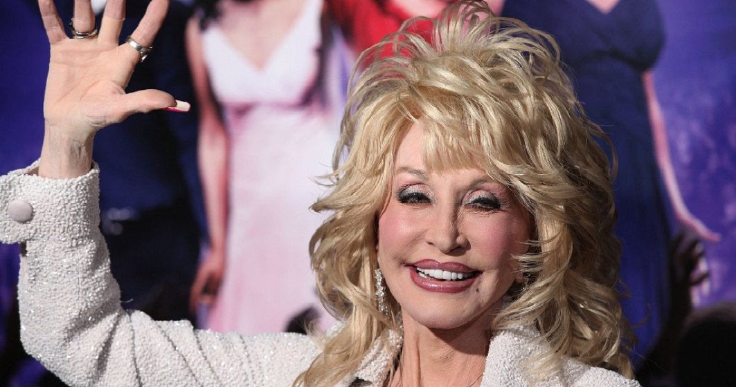 Coronavirus: Dolly Parton a contribuit cu un milion de dolari la dezvoltarea vaccinului laboratoarelor Moderna
