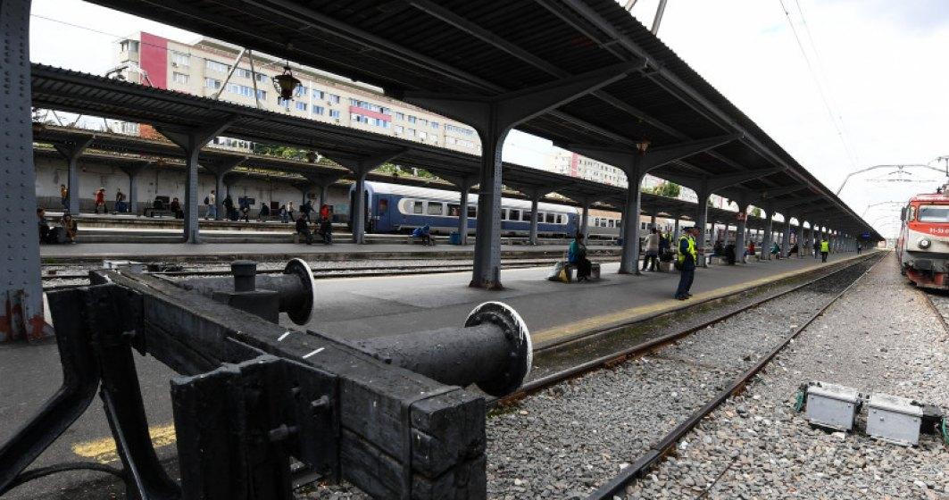 VIDEO Controlorul trenului Bucuresti-Targoviste, uitat pe peronul din Gara de Nord