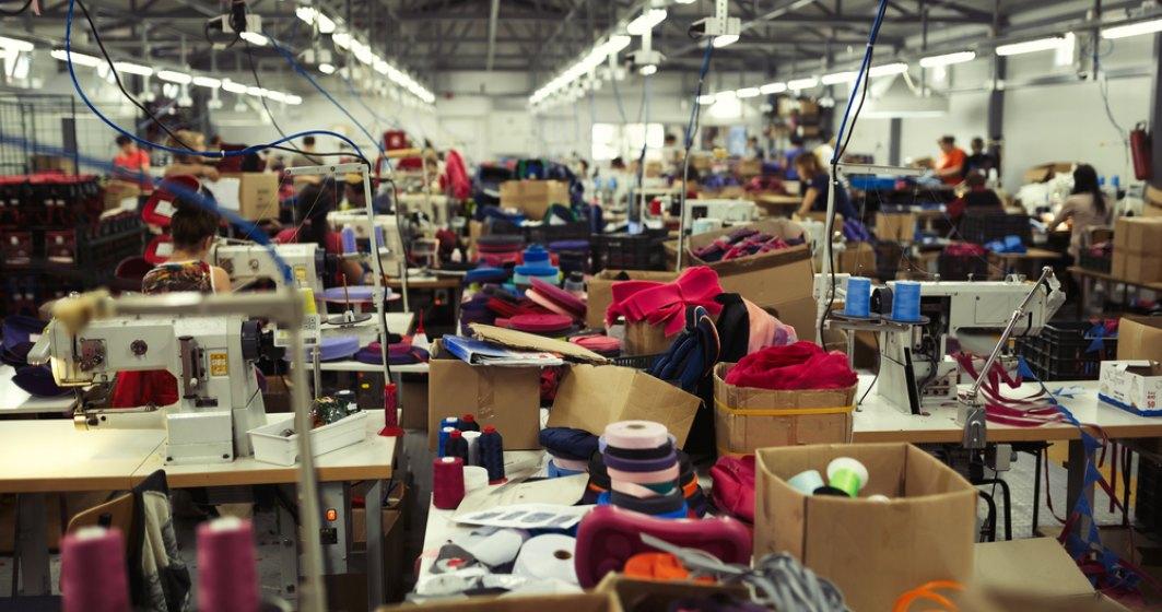 De ce se inchid fabricile in Romania. HanesBrands: Productia in scadere, cresterea salariala si deficitul de forta de munca au redus competitivitatea