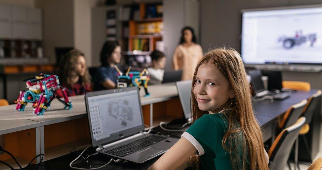 Modelul flip education, o soluție pentru criza din educație. Investiție de 50.000 de euro pentru o școală de acest tip, deschisă în București