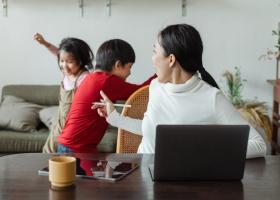 Sondaj Undelucram.ro: 2 din 3 angajați părinți au observat stări de frustrare...