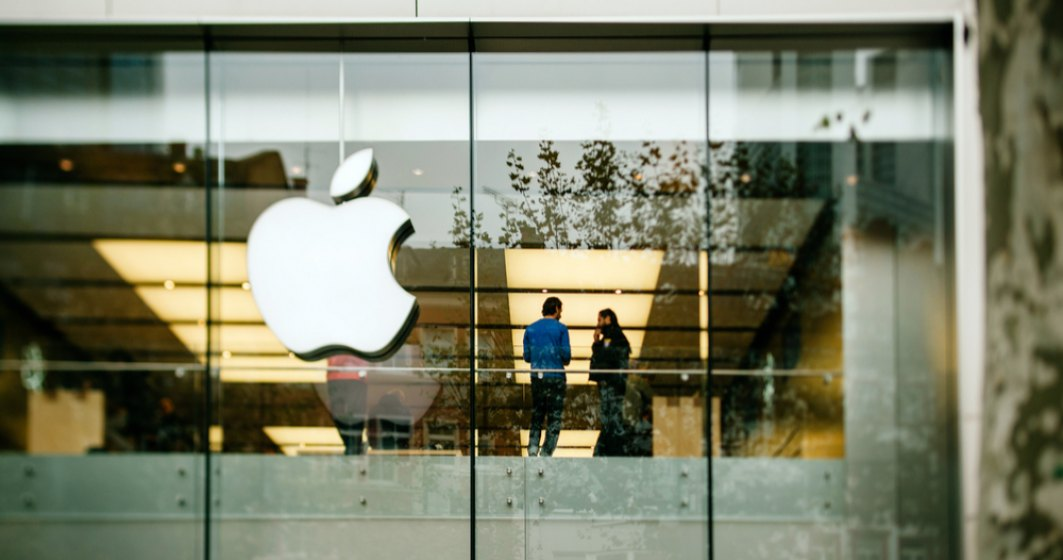 """Bonusuri de 1.000 de dolari pentru angajații Apple. Tim Cook, furios că salariații divulgă informații confidențiale presei, așa că îi """"răsplătește"""""""