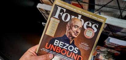 Bătălia magnaților: Jeff Bezos oferă NASA două miliarde de dolari în schimbul...