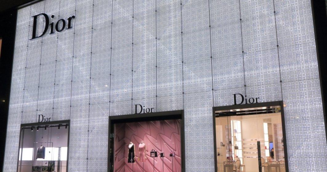 Tranzactie pe piata de lux: Grupul LVMH cumpara Christian Dior pentru 12 miliarde de euro
