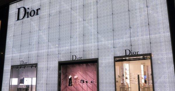 Tranzactie pe piata de lux: Grupul LVMH cumpara Christian Dior pentru 12...