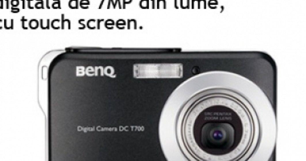 Cea mai subtire camera digitala de 7MP din lume cu touch screen