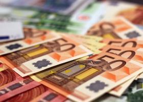 Românii susțin trecerea la euro: 75% dintre cetățeni vor introducerea monedei