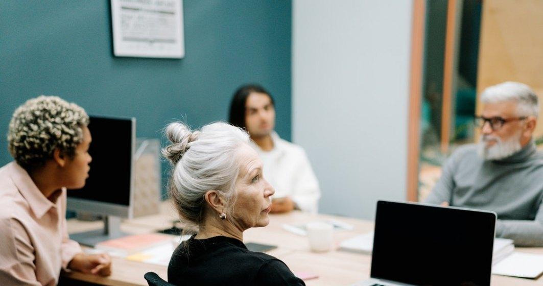 România are nevoie de angajați seniori, peste 45 de ani. Care e salariul mediu al unui manager de top din România