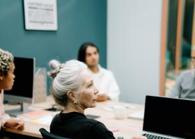 România are nevoie de angajați seniori, peste 45 de ani. Care e salariul...