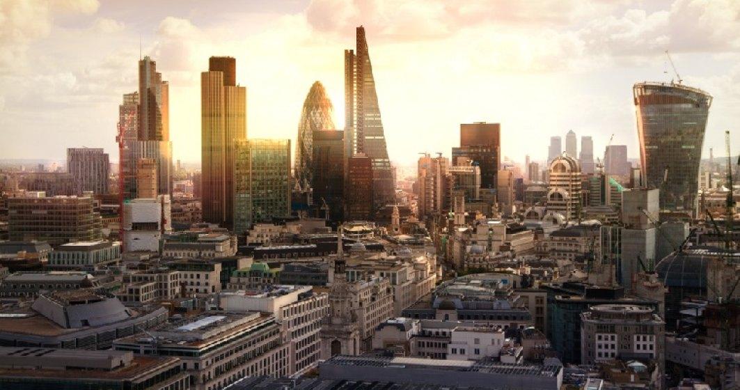 Bursa din Londra face cu ochiul unui grup de 10 firme romanesti. Fan Courier si All View sunt cap de lista