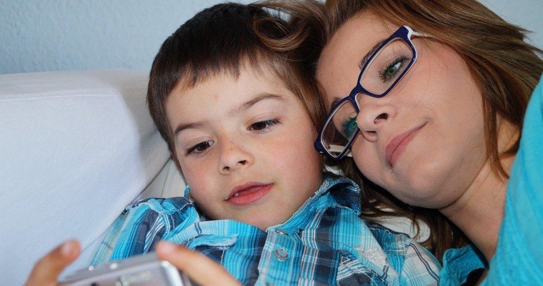Legea privind acordarea unor zile libere părinţilor în situaţia închiderii temporare a şcolilor, promulgată