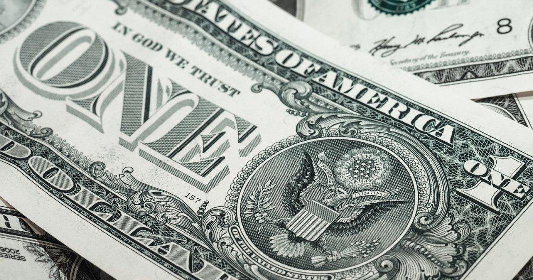Dolarul urca la maximul istoric in fata leului. Cursul depaseste 4,30 lei/dolar pe fondul deciziei Fed