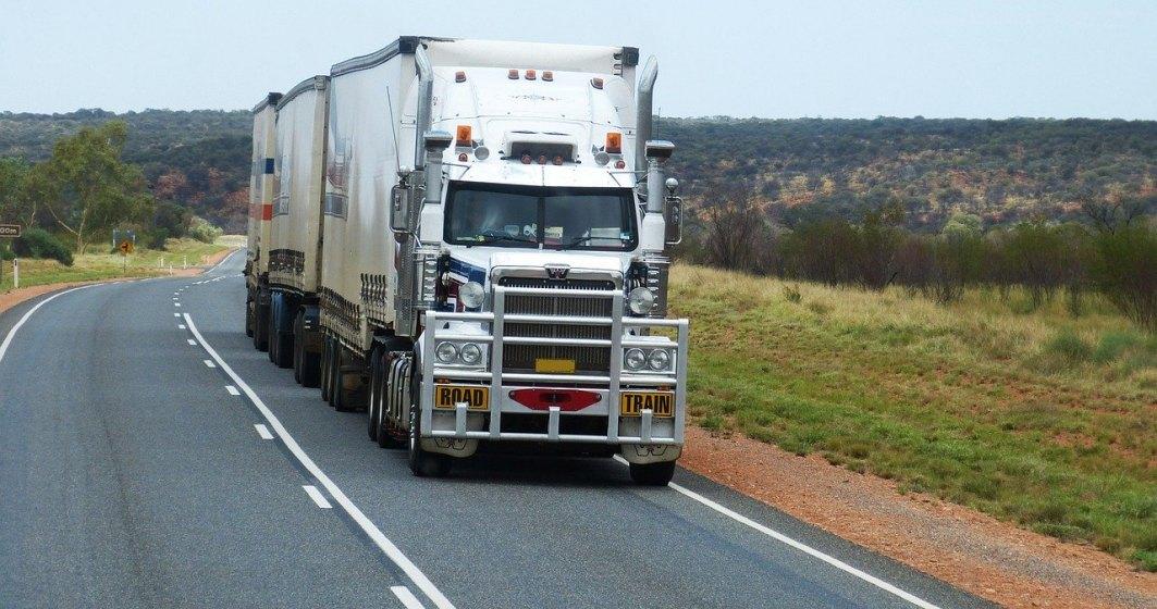 UNTRR cere autorităților ridicarea restricției de circulație pe DN1 pentru vehiculele rutiere cu masă mai mare de7,5 tone și suspendarea restricțiilor de acces în orașe