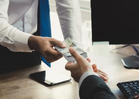 Vrei să te împrumuți? Topul băncilor care oferă cele mai mici dobânzi fixe la...