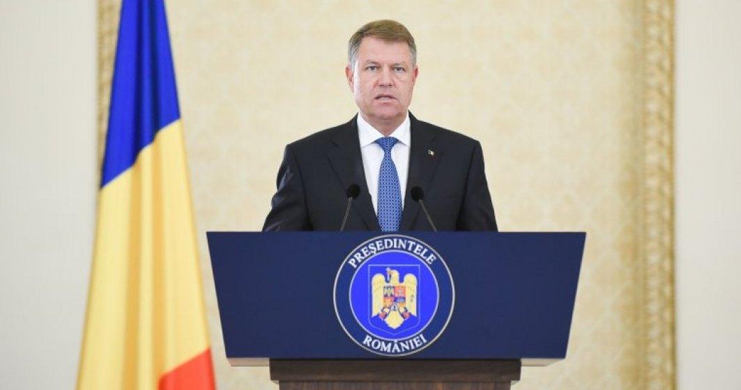 Klaus Iohannis ataca la CCR legea care le permite functionarilor trimisi in judecata sa ramana in functie