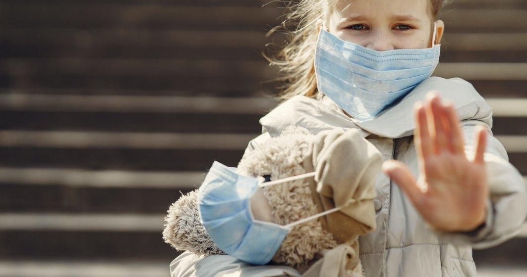 Un părinte din Iași a refuzat ca fiica sa să poarte mască de protecție la școală