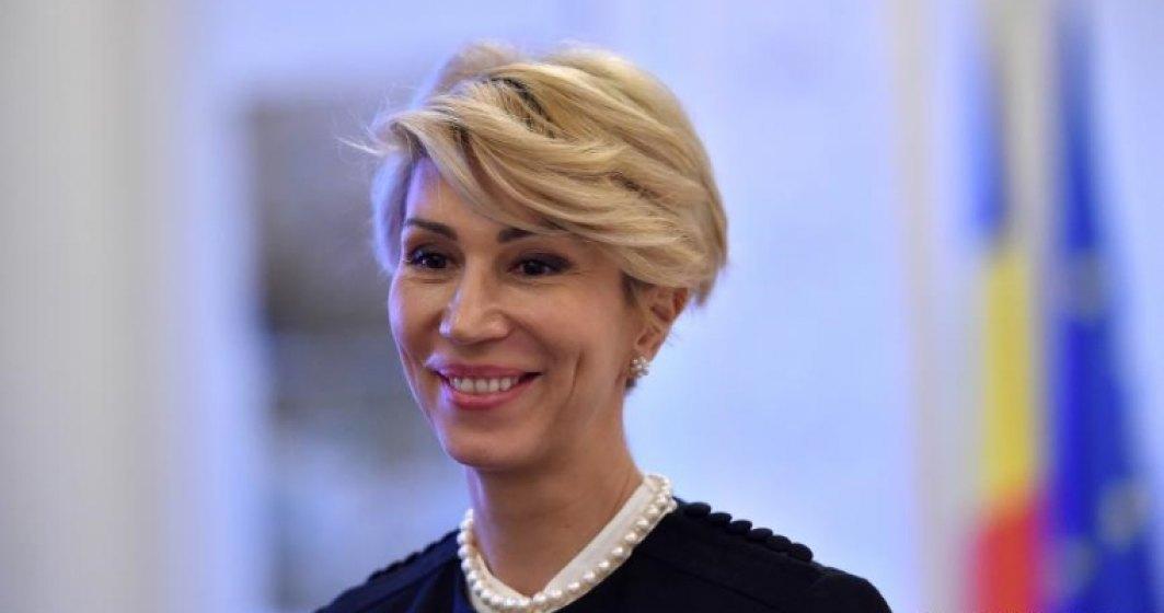 Raluca Turcan, amendată pentru că nu a purtat mască la plantat copaci