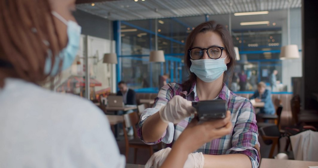 """Revolut lansează un abonament de """"pandemie"""", mai ieftin decât Metal sau Premium"""