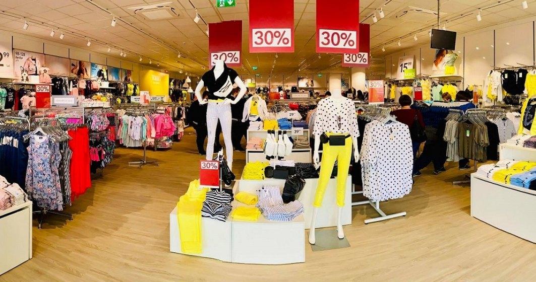 """""""Carantina"""" hainelor în magazine: Takko dezinfectează și tine separat hainele probate 48 de ore"""