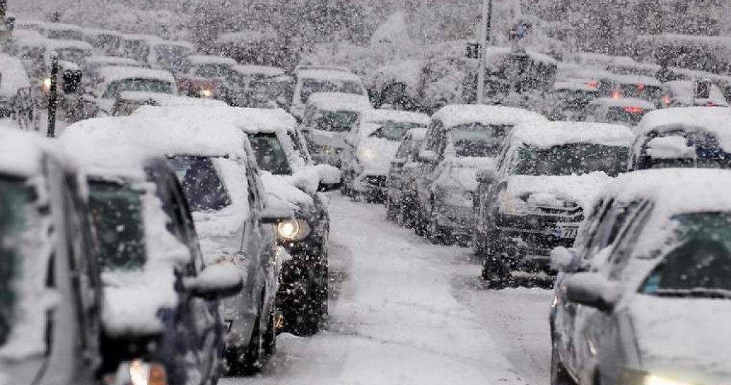 Constanta: Peste 500 de persoane, salvate de pe drumuri inzapezite; mai multi soferi incearca sa intre pe A2, desi drumul e inca inchis