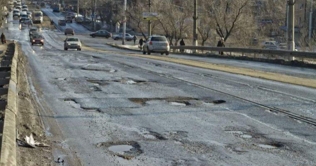 Avocatul Poporului cere Guvernului repararea urgenta a drumurilor, radare fixe si identificarea unor solutii pentru descongestionarea traficului