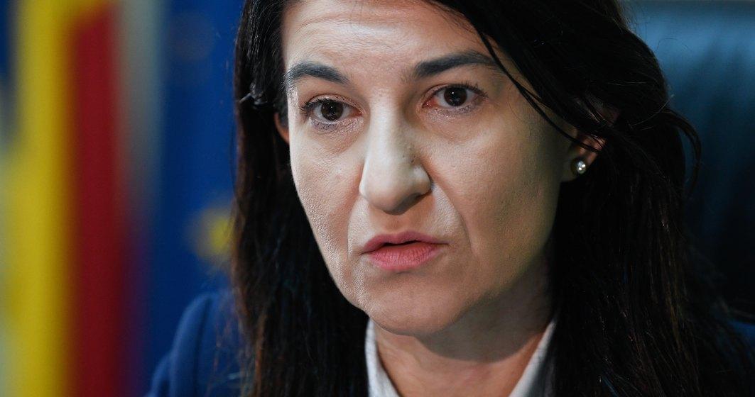 Coronovirus | Trei sugestii de la Ministrul Muncii pentru angajatori, în cazul părinţilor: Program flexibil, muncă de acasă, tele-muncă