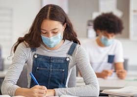 Ce beneficii pun la bătaie universitățile din România pentru studenții care...