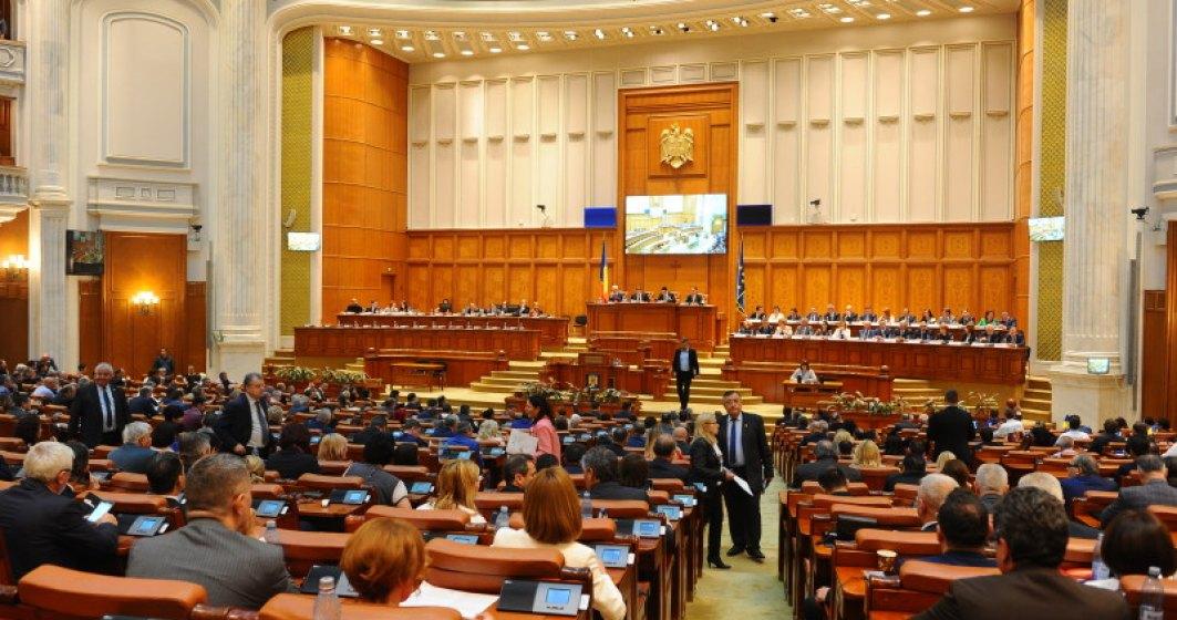 Ziua motiunii de cenzura: Toti parlamentarii PSD au parasit sala de plen, sedinta risca sa ramana fara cvorum