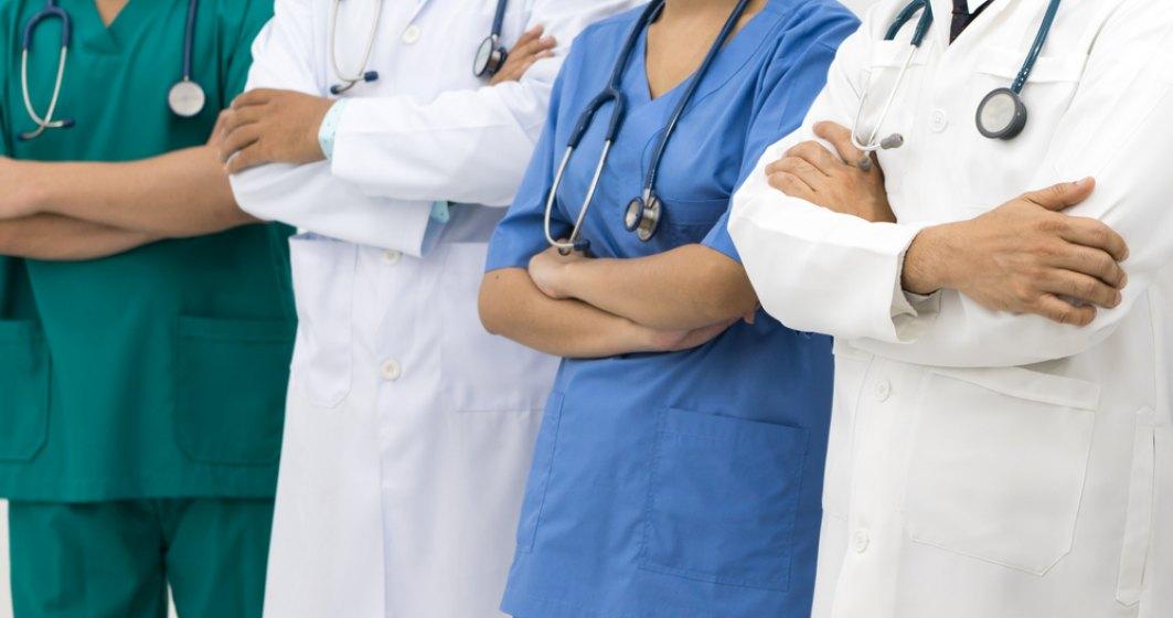 Privat vs public: Cum a evoluat numarul medicilor in ultimii 5 ani. Judetele cu cei mai putini si mai multi medici