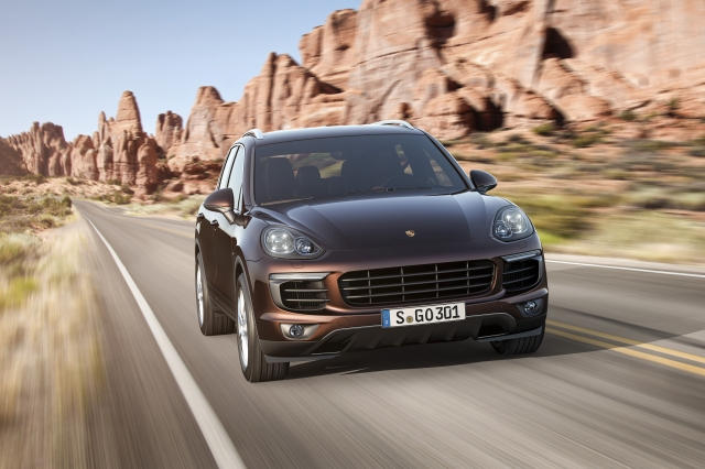 Porsche Cayenne facelift va fi lansat in octombrie - Foto 1 din 6