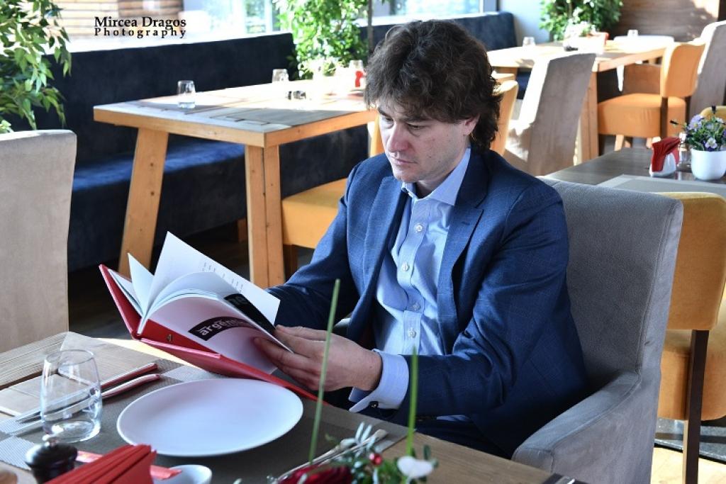 Lunch cu Stefan Nanu, seful Trezoreriei romane: drumul din tribunele Giulestiului, la masa directorilor Bancii Mondiale - Foto 2 din 10