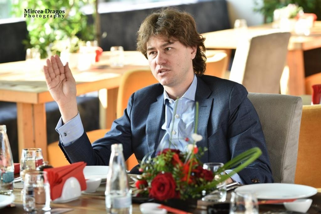 Lunch cu Stefan Nanu, seful Trezoreriei romane: drumul din tribunele Giulestiului, la masa directorilor Bancii Mondiale - Foto 8 din 10