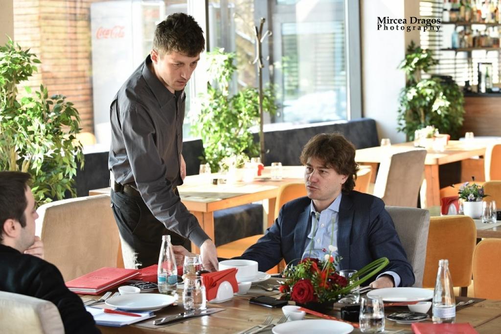 Lunch cu Stefan Nanu, seful Trezoreriei romane: drumul din tribunele Giulestiului, la masa directorilor Bancii Mondiale - Foto 9 din 10